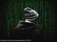 vermummte Person vor Zahlencode
