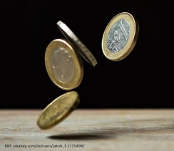 Symbolbild: Fördermöglichkeiten: Geldmünzen werden ausgeschüttet