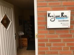 Symbolbild: Das Team des KJR: geöffnete Tür der Geschäftsstelle des KJR