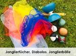 Artistikkiste mit Jongliertüchern, Jonglierbällen und Diavolos